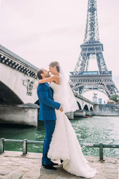 Brautpaar-Eiffelturm-Paris-Hochzeit-Fotograf