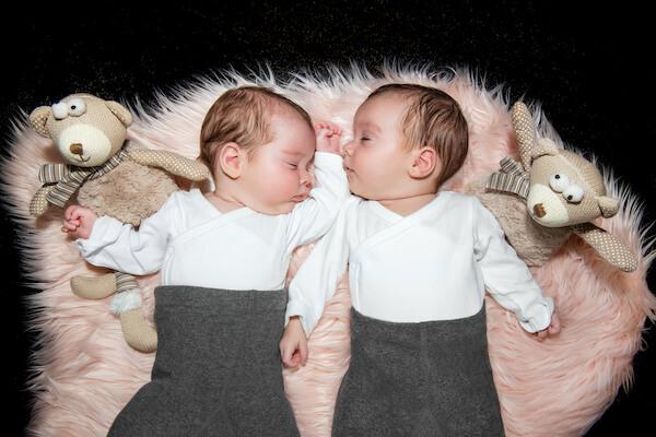 Fotograf-Baby-Zwillinge