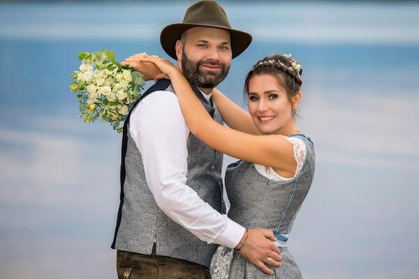Fotograf-Hochzeit-Chiemsee-Brautpaar-Feldwies