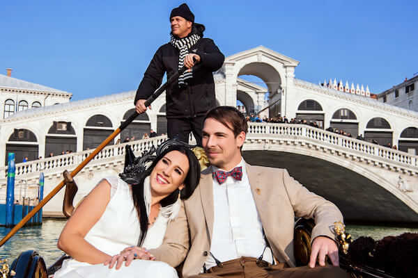 Fotograf-Hochzeit-Venedig-Rialtobrücke-Brautpaar