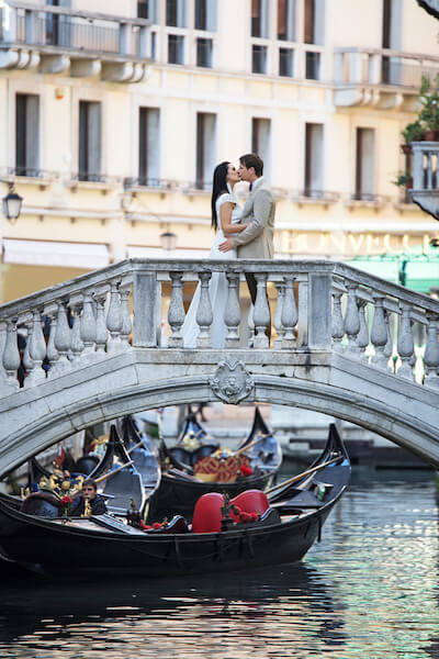 Fotograf-Venedig-Dogenpalast-Hochzeit-Brautpaar-Fotoshooting