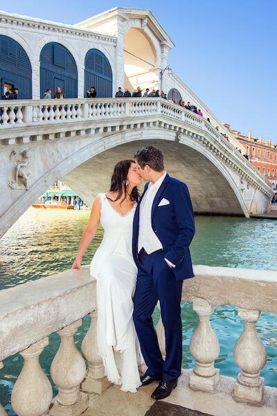 Fotograf-Venedig-Rialtobrücke-Fotoshooting-Brautpaar
