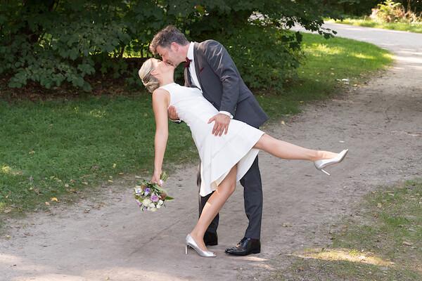 Hochzeitsbilder-englischer-Garten-München