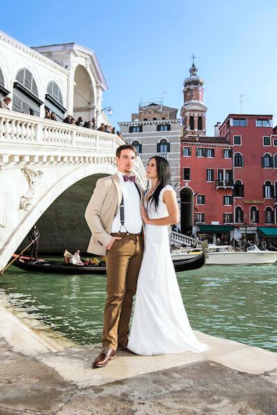 deutscher-Fotograf-Venedig-After-Wedding-Rialtobrücke-Brautpaar