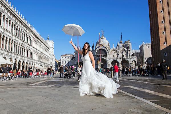 deutscher-Fotograf-Venedig-Brautpaar-Fotoshooting-Markusplatz-After-Wedding-Shooting